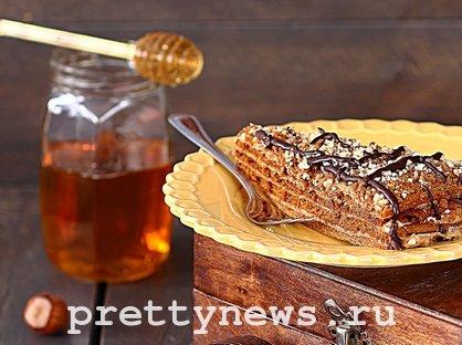 Торт медовый это. Рецепт медового торта в домашних условиях видео пошагово